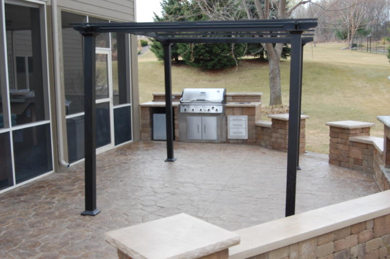 Cook surface area with grill insert, Rochester Lakeland, Indiana Limestone Color: Santa Fe  Location: Lake Elmo Install Date: October 2011