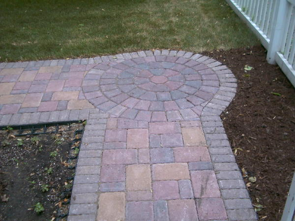 <b>Pavers:</b> Borgert Cobble Series<br /><b>Color:</b> Autumn Blend, Millstream 50/50 mix<br /><b>Pattern:</b> Random cobble<br /><b>Border:</b> Half square in golden brown color<br /><b>Location:</b> Near Mississippi River Blvd. and Randolpf in Titusville<br /><b>Install Date:</b> June 2006