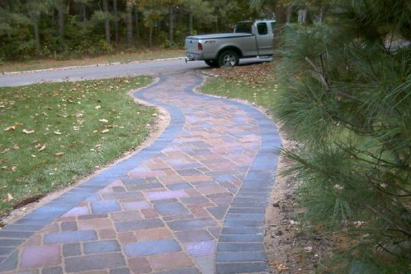<b>Pavers:</b> Borgert Cobble Series, Holland Stone Border<br /><b>Color:</b> Minnesota River Blend, Autumn Blend 50/50 mix<br /><b>Pattern:</b> Random cobble rectangle, square, half-square<br /><b>Border:</b> Holland Stone, Charcoal color<br /><b>Location:</b> Near Dale St. and Alameda St. in Roseville<br /><b>Install Date:</b> October 2006