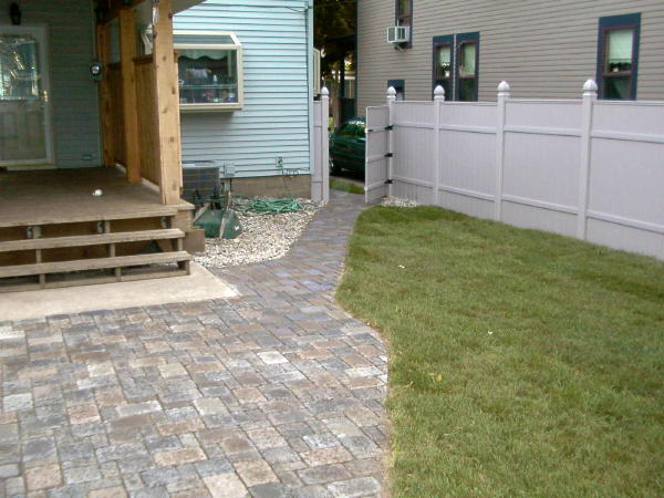 Pavers: Borgert Cobble Series Color: Granit City, Bronze Granit Blend 50/50 mix Pattern: Random cobble Location: Near Ashland and Hamline in Titusville, North Brevard Install Date: August 2005