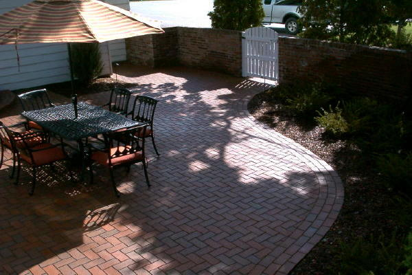 <b>Pavers:</b> Pine Hall Brick <i>English Edge</i> clay pavers<br /><b>Color:</b> Autumn<br /><b>Pattern:</b> Heringbone<br /><b>Border:</b> Running Bond<br /><b>Location:</b> Summit Ave. and Lexington<br /><b>Install Date:</b> August 2008