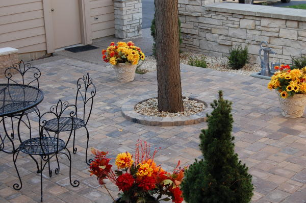 <b>Pavers:</b> Cobble Series<br /><b>Color:</b> Lakeshore Blend, Chestnut Blend 50/50 mix<br /><b>Pattern:</b> Random cobble<br /><b>Style:</b> Raise Patio with free standing sitting walls capped with Indiana Limestone.<br /><b>Walls:</b> VERSA-LOK chestnut blend block.<br /><b>Location:</b> Near Village Ct and Lake Road in Titusville<br /><b>Install Date:</b> September 2008